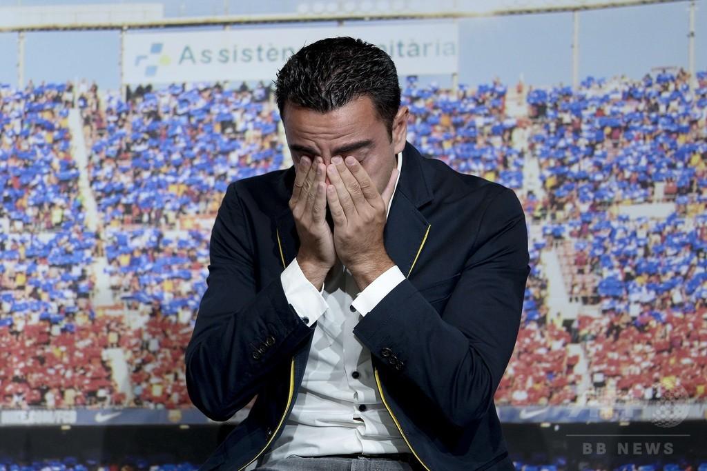 今季限りで退団のシャビが涙、FCバルセロナがお別れ会を開催
