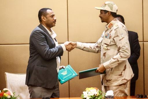 スーダン軍事評議会とデモ隊指導部、暫定憲法に署名