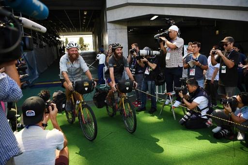 英国から東京まで自転車で、開幕戦の笛が会場に到着 ラグビーW杯