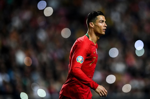ポルトガルが欧州選手権予選でドロー発進、代表復帰のロナウド不発