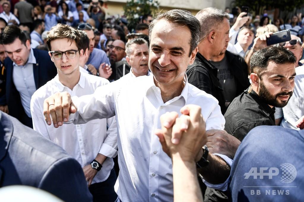ギリシャ総選挙、保守系野党の圧勝確実 チプラス首相敗北認める