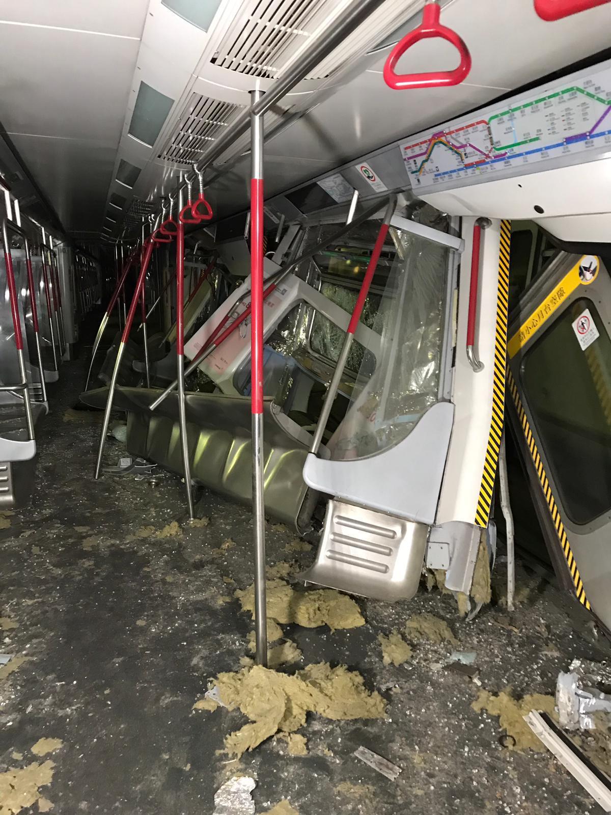 香港地下鉄、試験運転中に車両衝突 運転士1人けが