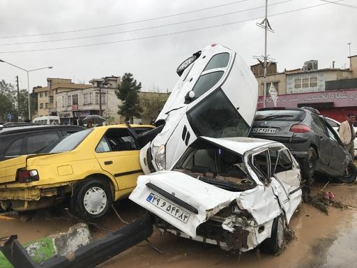 イラン各地で大規模洪水、19人死亡 正月休みの行楽客ら犠牲に