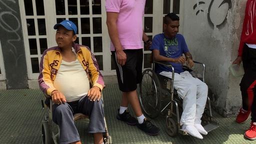 動画:ベネズエラ、大規模停電で人工透析できず 2日間で15人死亡