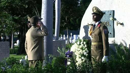 動画:キューバ、故カストロ前議長の遺灰埋葬から1年 実弟ら追悼