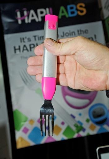 食事のペース管理する「震動」フォーク、支援者向けに提供開始
