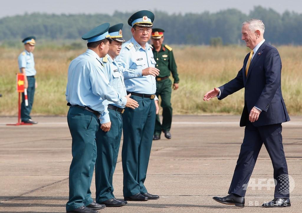 ベトナム訪問中の米国防長官、かつての枯れ葉剤貯蔵施設跡を訪問