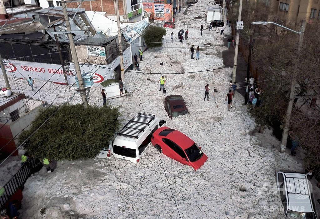 メキシコの大都市で大量のひょう 最高で2m、押し流された車も