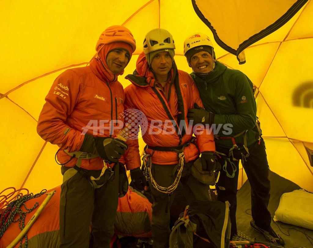 エベレストでの「恐怖の乱闘」、登山家側がシェルパに暴言か 新証言続々