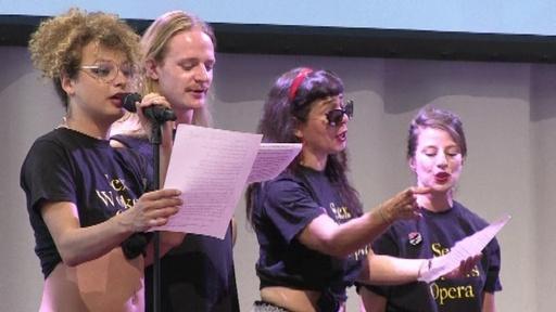 動画:国際エイズ会議でセックスワーカーらがショー披露、啓蒙活動で