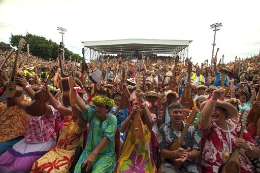 4750人でウクレレ演奏、世界記録に 仏領ポリネシア