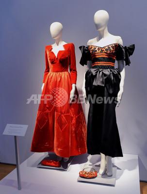 エリザベス・テイラーの宝石やドレス、競売前の最後の一般公開