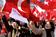 トルコ国会がスカーフ容認の改憲案可決、世俗派は抗議デモ