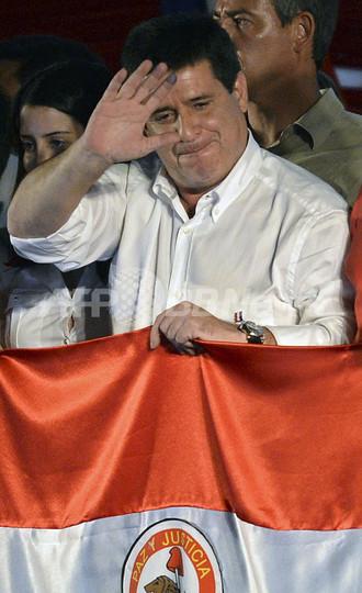 パラグアイ大統領選、野党のカルテス氏が当選