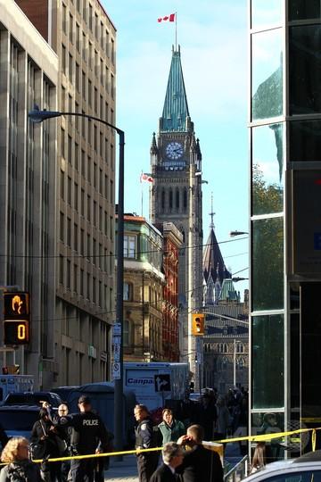 カナダ首都で男が兵士射殺、国会に侵入し銃乱射