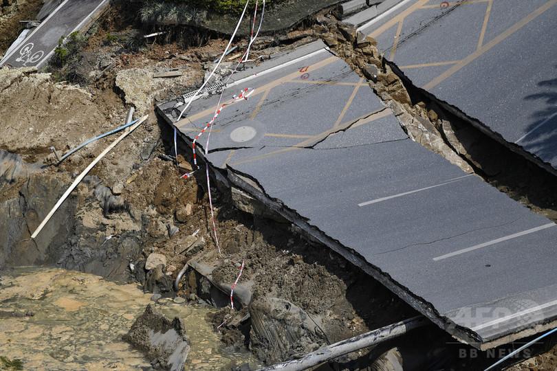 地下鉄工事で道路が陥没、8人死亡3人行方不明 中国・広東省