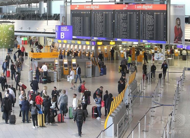 大規模スト実施の独仏、数万人の空港利用客に影響