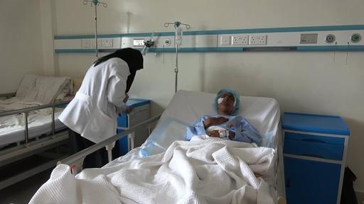 動画:砲撃で負傷し治療受ける民間人 イエメン内戦