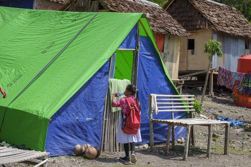 スラウェシ島地震から半年、子ども数千人が依然避難生活