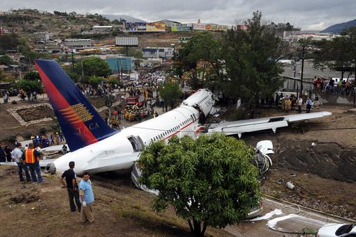 旅客機の着陸失敗で4人死亡、65人が重軽傷 ホンジュラス