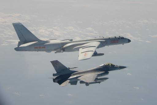 中国軍機が台湾海峡の中間線越え、台湾「今は武漢ウイルスに対処すべき時」
