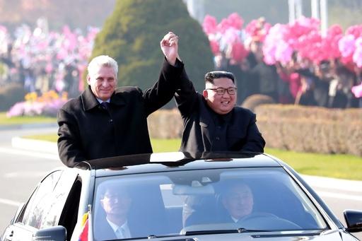 金正恩氏、キューバ議長と会談 「極めて重要な問題」で意見交換