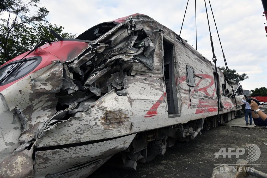 台湾列車事故、運転士が自動制御システム切ったと説明