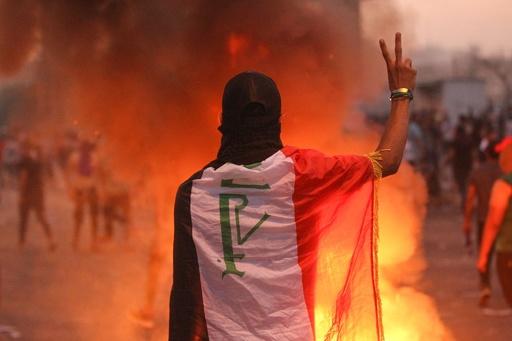 イラク大規模デモ3日目、死者30人に 外出禁止令も