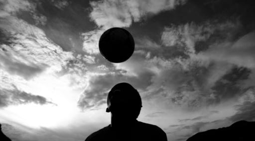小学生のヘディング練習を禁止、英サッカー