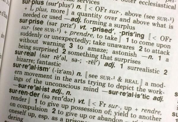 米英語辞典のワード・オブ・ザ・イヤー 「シュール」に