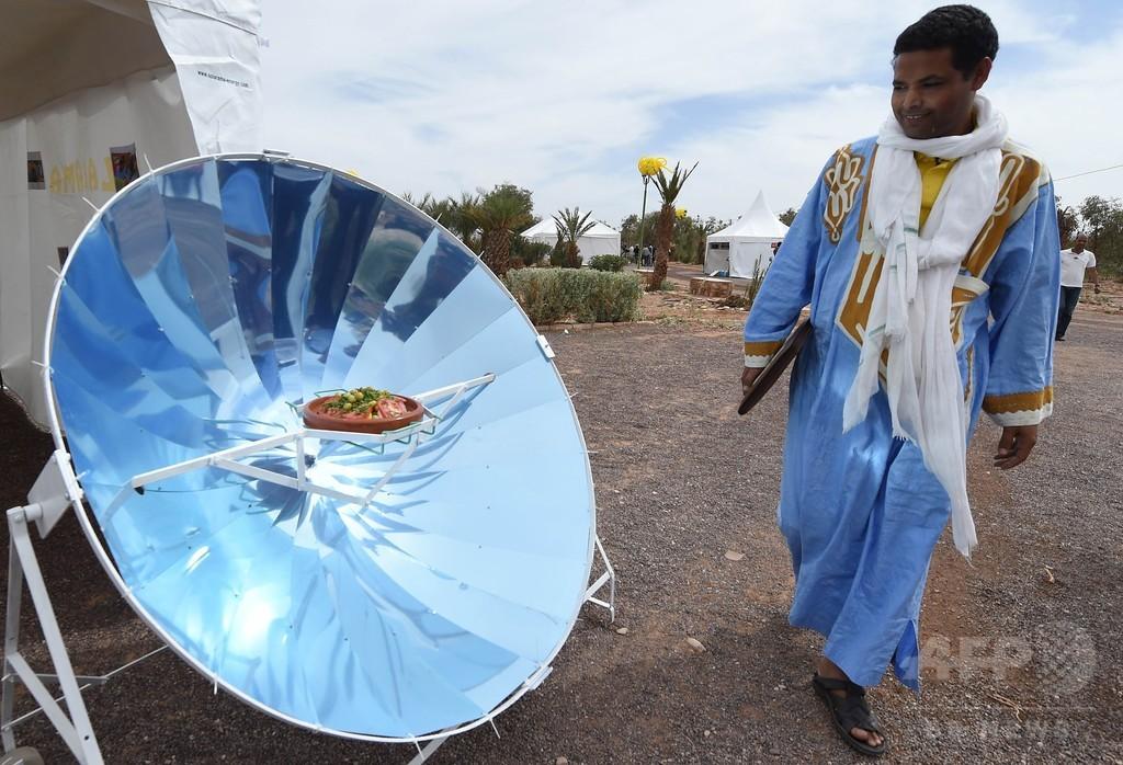 モロッコの砂漠地帯で太陽光フェスティバル