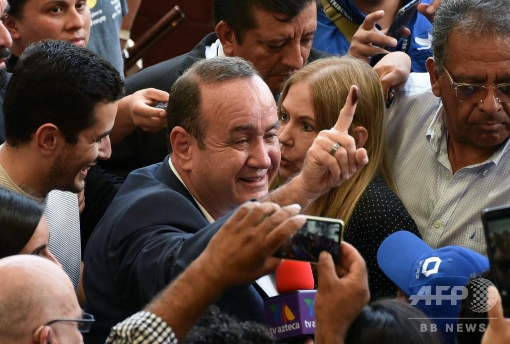 グアテマラ大統領選、右派候補が勝利