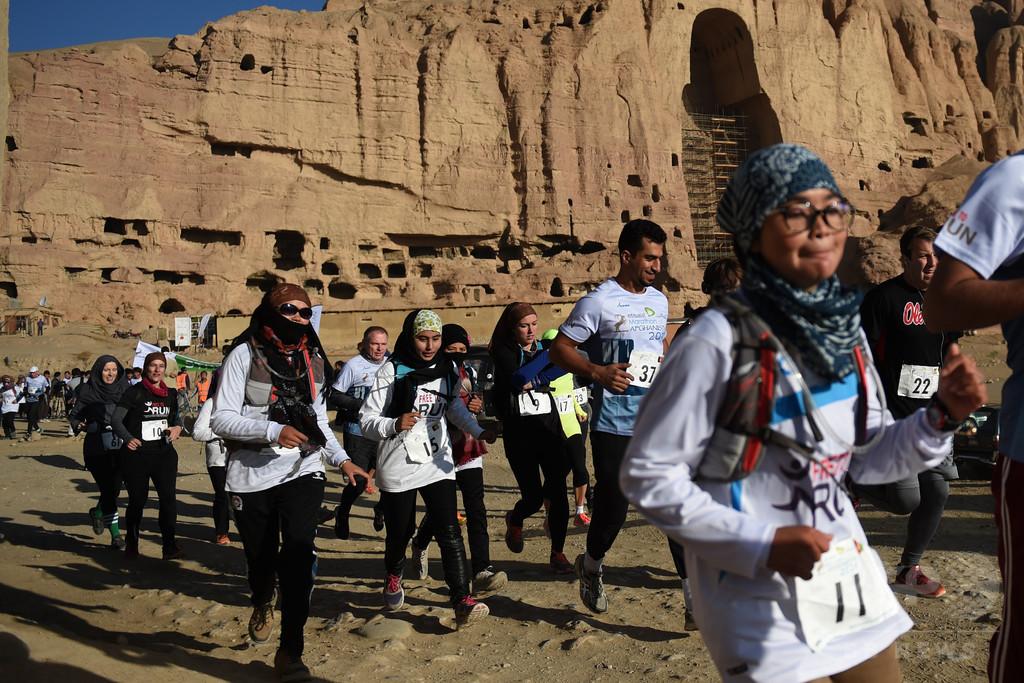 アフガン人女性にとって自由の象徴、バーミヤンで国際マラソン大会