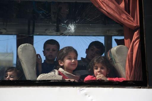 東グータで空爆再開、32人死亡 反体制派、撤退交渉停滞 シリア