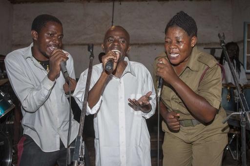 グラミー逃すも「有頂天」、マラウイ刑務所バンドに高官祝意
