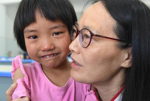 中国で「事実上の孤児」が50万人 関係機関が支援に本腰