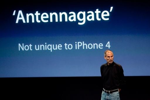 iPhone4の受信感度問題、ジョブズ氏が謝罪 専用ケースを無償提供
