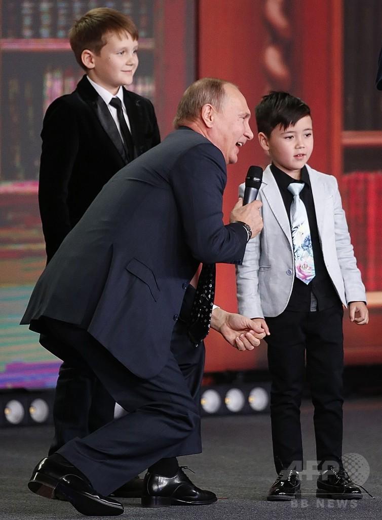 「ロシアの国境は無限」、プーチン大統領が9歳少年に冗談