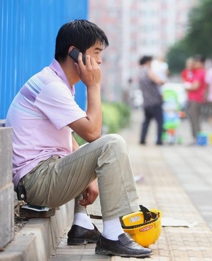 携帯電話は脳活動を活発にする、健康リスクは不明 米研究