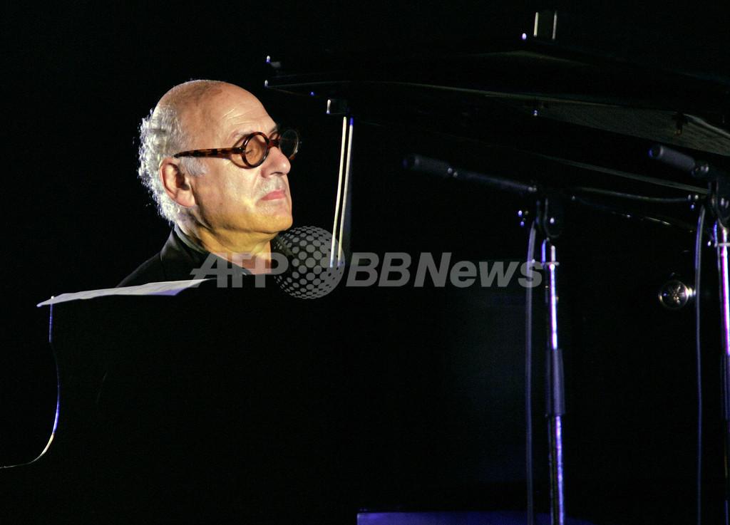 「Live Earth」京都の東寺会場に英ピアニストのマイケル・ナイマン登場