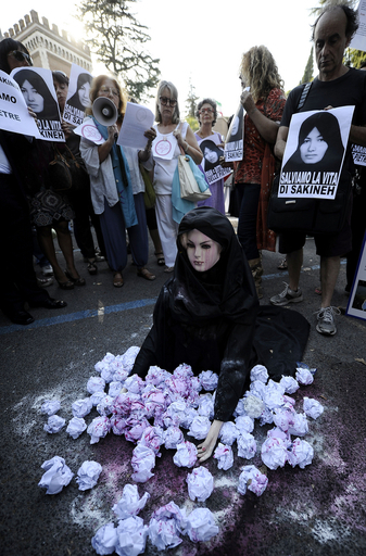 石打ち刑のイラン女性にさらに「むち打ち99回」宣告