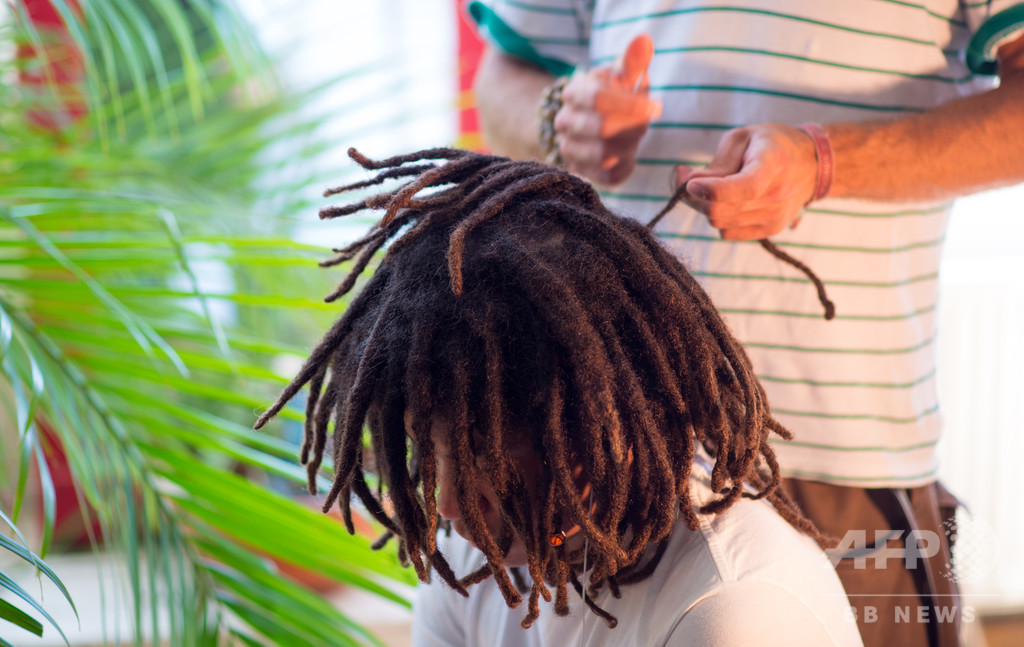 長いドレッドヘア理由に高校停学…黒人差別と非難の声 米テキサス