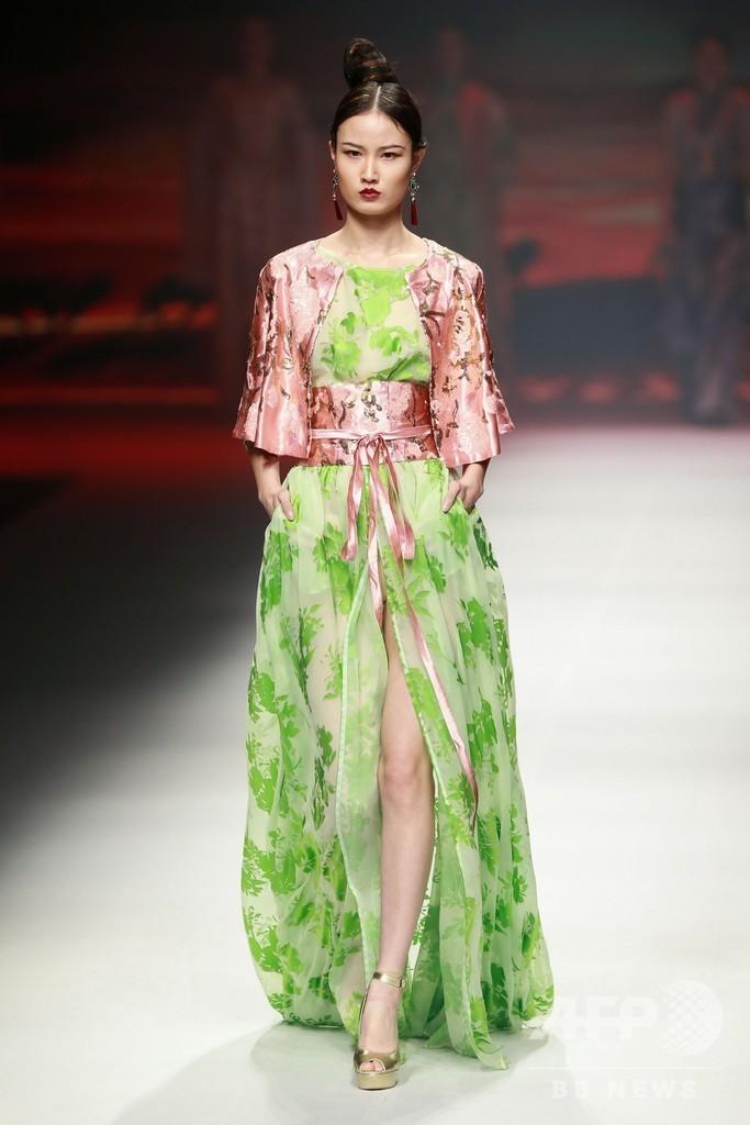 中国ファッションウィーク開催、地元デザイナーらが新作