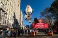 米NYの感謝祭パレードにぎわう 先月の襲撃受け厳戒態勢に