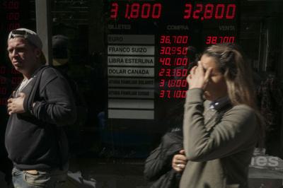 通貨ペソ急落のアルゼンチン、緊急利上げで政策金利60%に