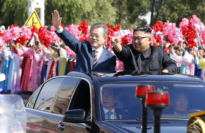 南北両首脳が会談、平壌市内でのパレードも