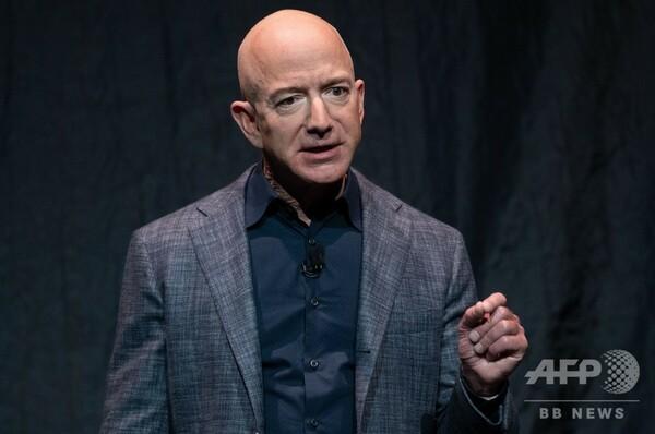 アマゾン創業者ベゾス氏、月面着陸船「ブルームーン」を公開