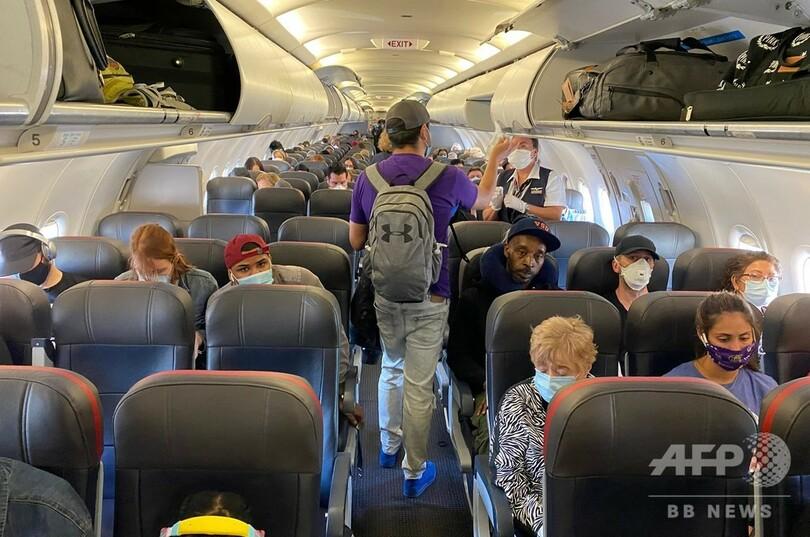 マスク着用めぐる空の上の攻防 拒む乗客に悩む航空会社 写真6枚 国際 ...