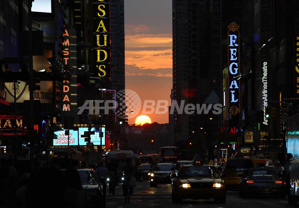 ニューヨーク42番街で「マンハッタンヘンジ」