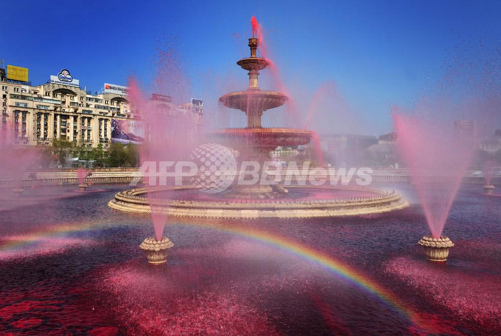 ブカレストの噴水が「真っ赤」に、血友病の啓発イベント